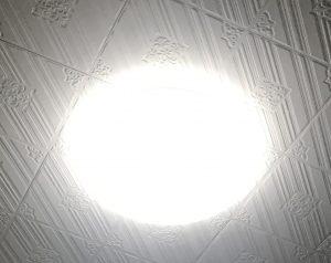 天井のシーリングライトの画像